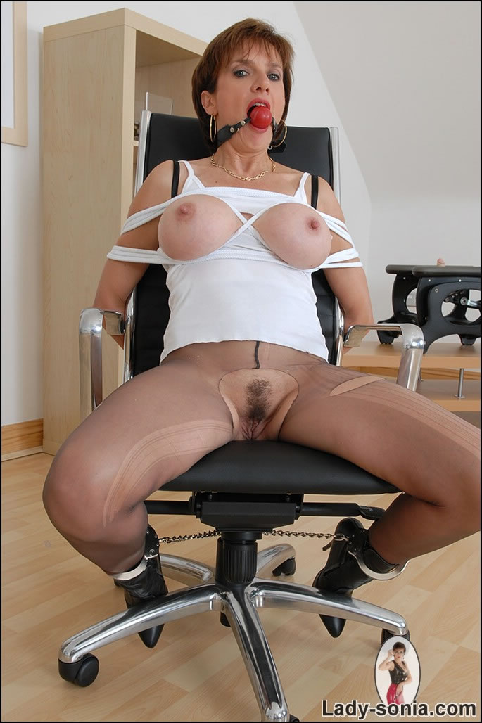 Tied mature lady got her pantyhose cut with knife