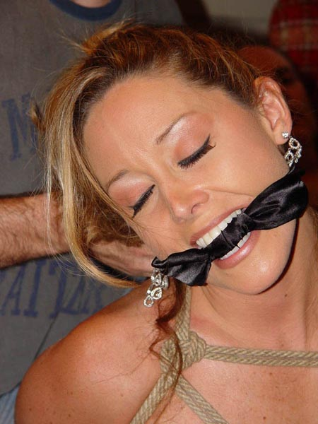 Black silk is used for making cleave gag for the lady