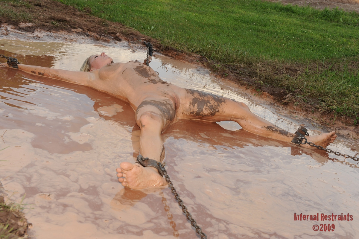 Naked girl in mud right!