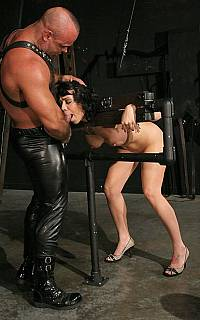 Slave Beverly Hills oral fucking (Oct 2008)