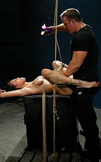 Renae Cruz fucked in bondage (Dec 2008)