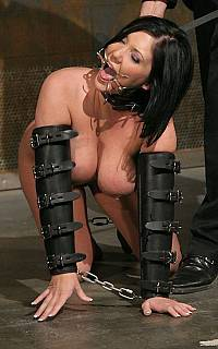 Slave Clair Dames crawling on her knees (Dec 2008)