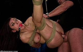 Princess Donna tied with ropes, suspended and fucked in her puss