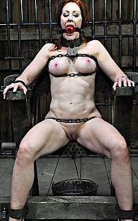 Extreme bondage for MILF lady