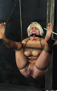 Suspended bastinado whipping