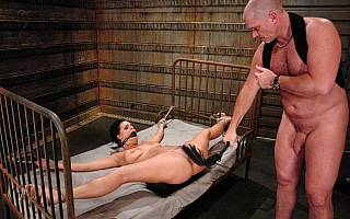 Flogging the pussy of helpless bound female