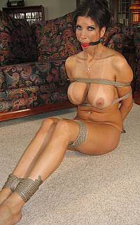 Sexy MILF restreined with ropes