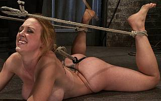 MILF enjoys bastinado whipping