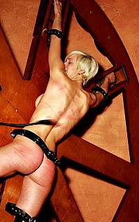 Slavegirl is rotated on BDSM device (Mar 2013)
