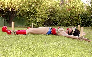 Exposed bondage slave posing on the lawn (Jul 2013)