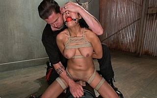 Her clitor is in close contact with vibrator (Nov 2013)